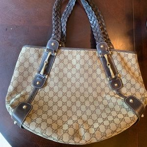 Authentic Gucci med size handbag $695